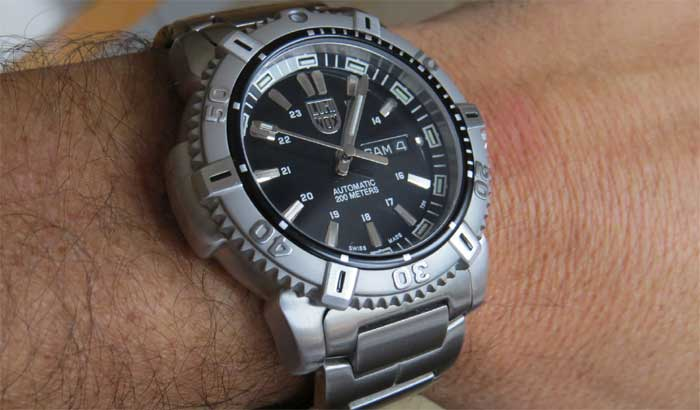 царапины на корпусе или браслете часов из нержавеющей стали: чем и как убрать