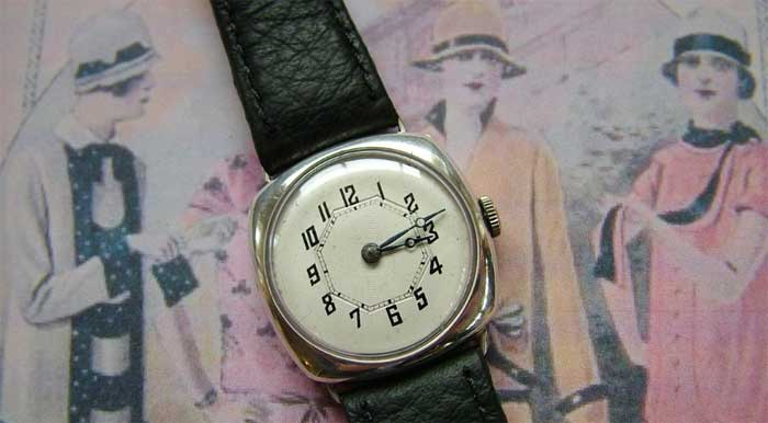 Женские часы: на какой руке их можно носить?