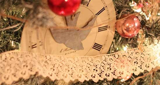 Часы как элемент декора: новогодняя елка в коллекционном исполнении