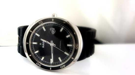 овальные часы Rado D-Star
