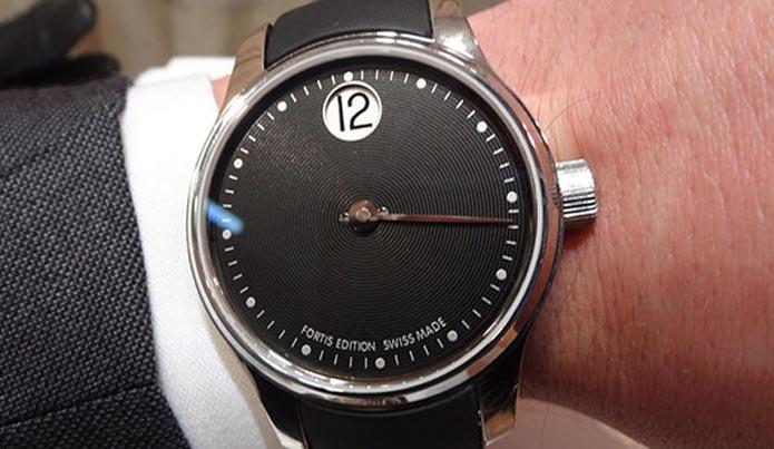Наручный часы Fortis Jumping Hour с функцией прыгающего часа