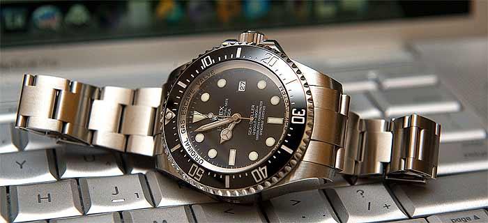 Богатым мужчинам нравятся MacBook Pro и Apple Watch, но их дамы предпочитают Rolex
